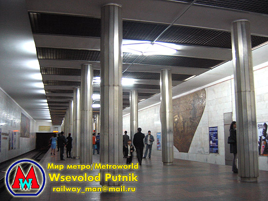 http://metroworld.ruz.net/others/images/baku/15_neftciler_02.jpg
